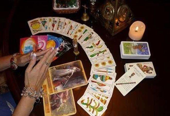 CARTOMANZIA Pratocentenaro: Il potete delle carte